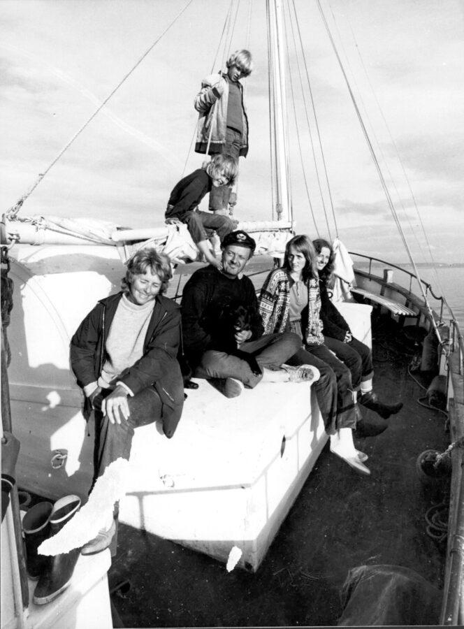 Erik Bye med familien om bord i Prøven